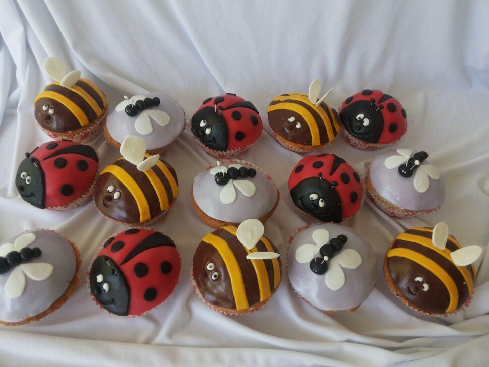 Капкейки пчелки и божьи коровки