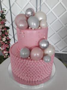 Праздничный торт с бусинами и шарами