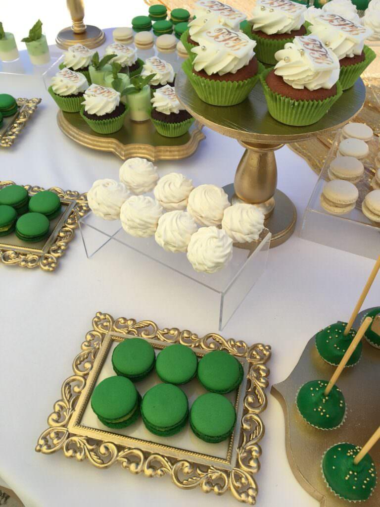 Кенди бар в бело-зеленых цветах