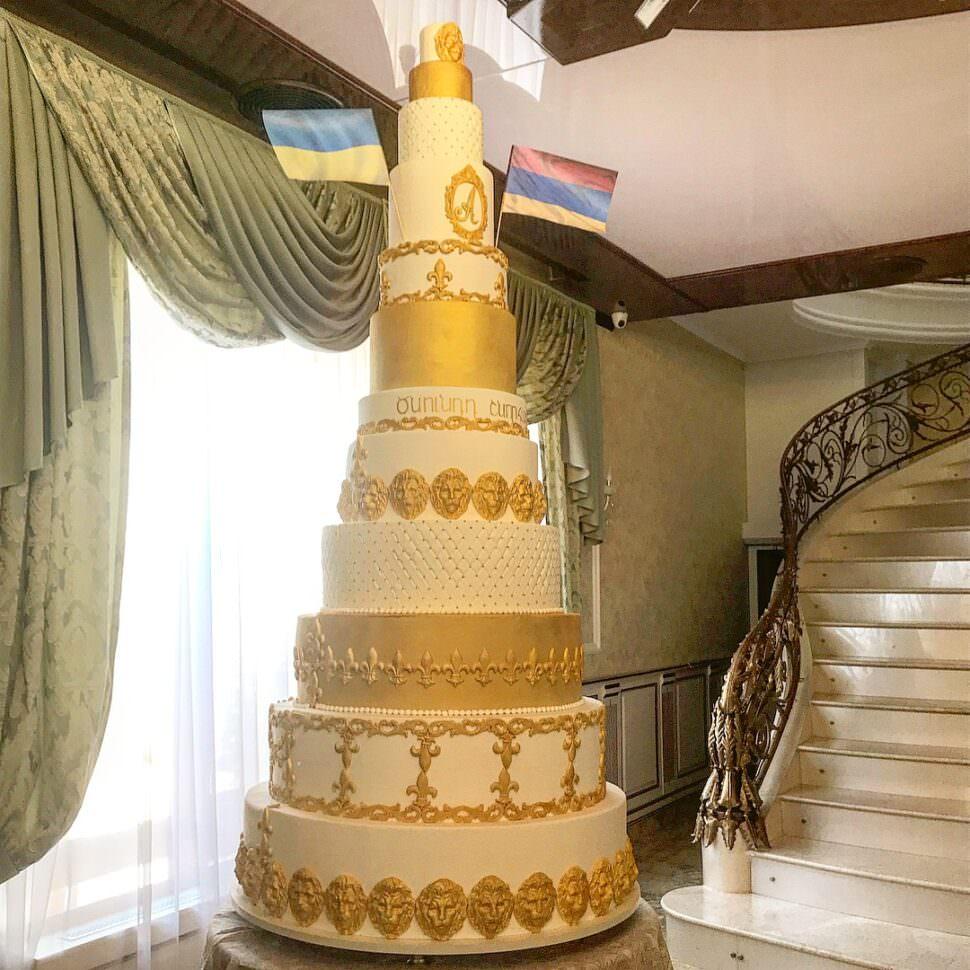 Праздничный торт (2 метра)