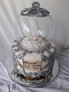 Праздничный торт на крестины с малышом