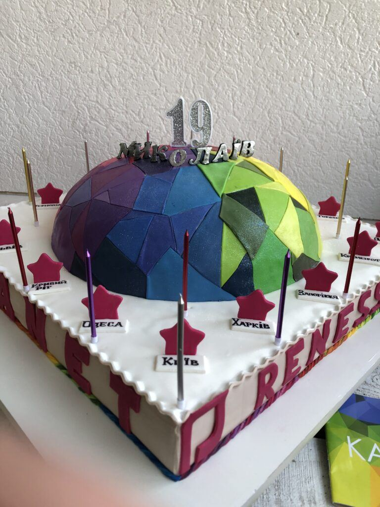 Корпоративный торт для мебельной компании