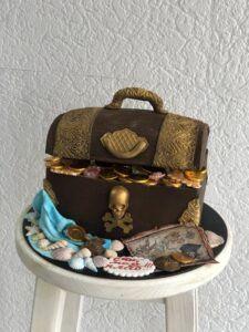 """Праздничный торт """"Сундук с сокровищами"""""""