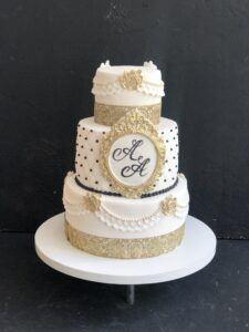 Праздничный торт с золотым декором