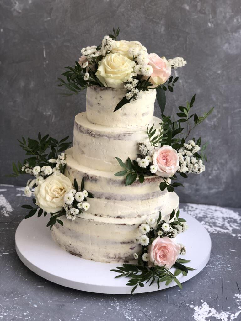 """""""Голый"""" свадебный торт с живыми цветами"""