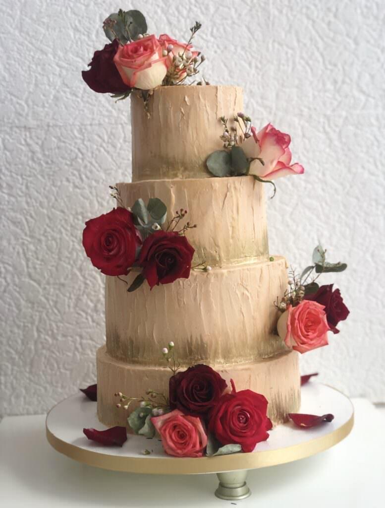 Праздничный торт фактурный с живыми цветами