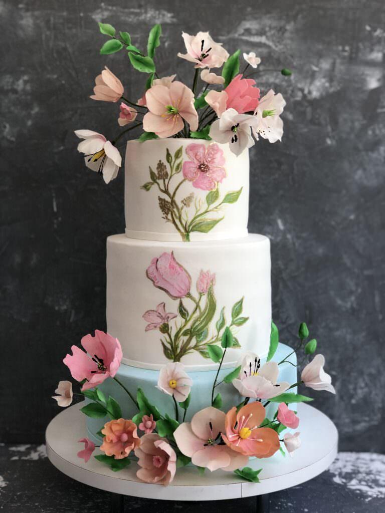Свадебный торт с росписью и сахарной флористикой